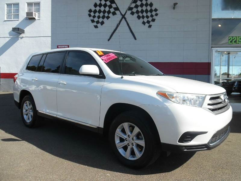 2011 TOYOTA HIGHLANDER BASE 4DR SUV 27L L4 pearl white this is a 1owner clean car fax cle