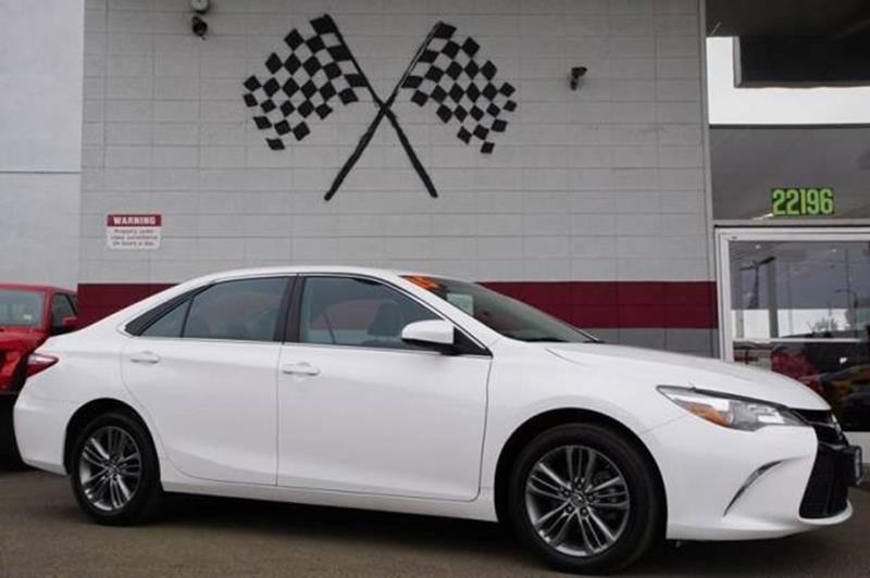 2015 TOYOTA CAMRY SE 4DR SEDAN super white presenting our athletic 2015 toyota camry se in super