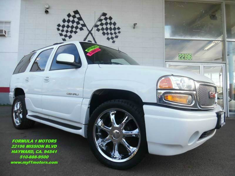 2004 GMC YUKON DENALI AWD 4DR SUV white this gmc denali is in great shape gorgeous inside and ou