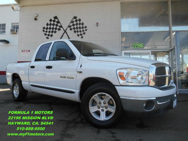 2007 DODGE RAM PICKUP 1500 SLT QUAD CAB 2WD white this dodge ram 1500 is the perfect work or simpl