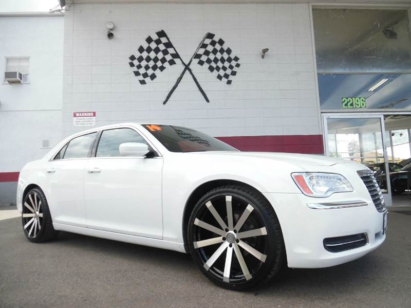 2014 CHRYSLER 300 4DR SEDAN white super clean chrysler 300 brand new 22 wheels and tires great