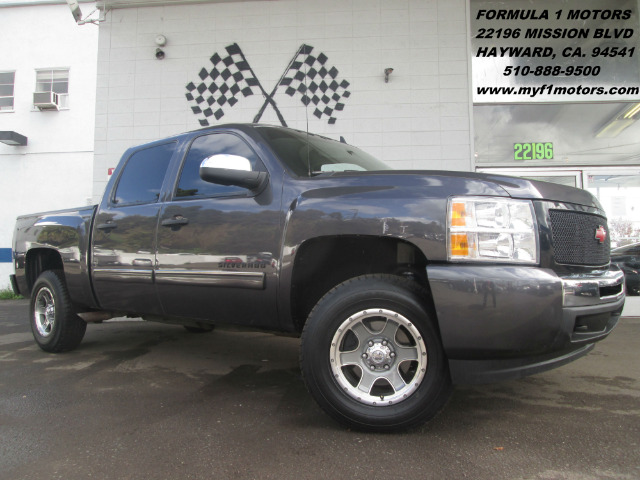 2011 CHEVROLET SILVERADO 1500 LT CREW CAB 4WD gray this is a very nice chevy silverado with a litt