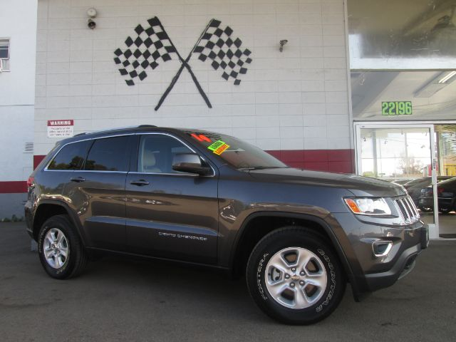 2014 JEEP GRAND CHEROKEE LAREDO 4X4 4DR SUV grey this is a gorgeous jeep grand cherokee laredo it