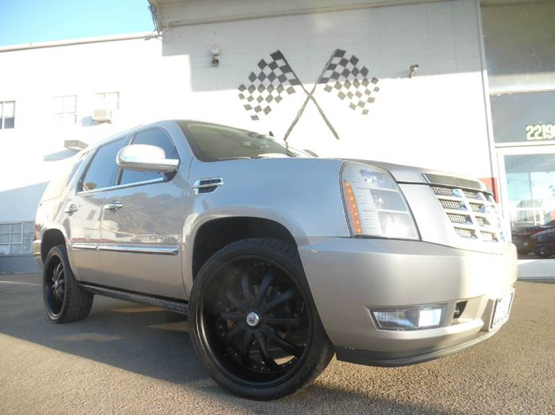 2008 CADILLAC ESCALADE BASE AWD 4DR SUV pewter vin 1gyfk63818r104815 this cadillac is in great c