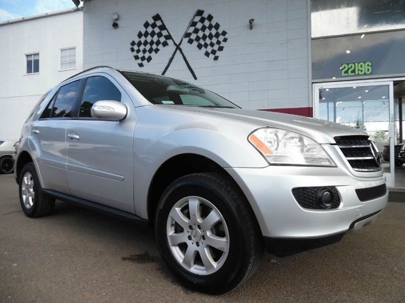2007 MERCEDES-BENZ M-CLASS ML350 AWD 4MATIC 4DR SUV silver beauty of a car with amazing handling