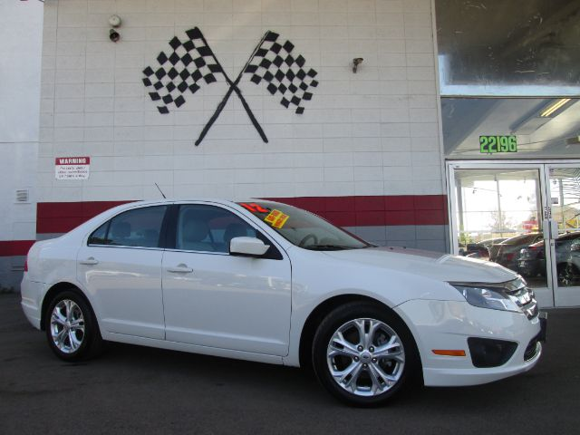 2012 FORD FUSION SE 4DR SEDAN white this is a super clean ford fusion drives great perfect 1st c