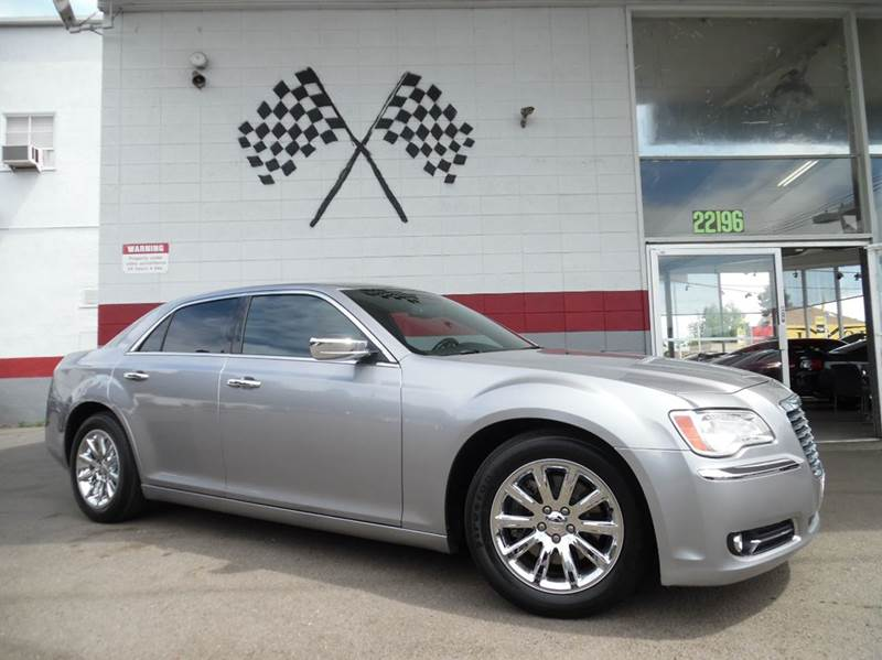 2014 CHRYSLER 300 C 4DR SEDAN silver this is a very clean chrysler 300c 57l hemi engine gorgeo
