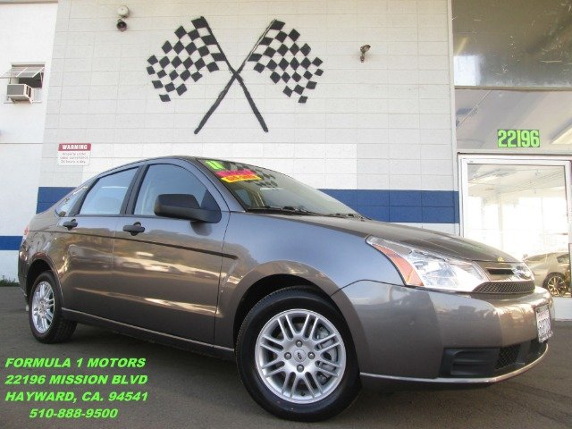 2011 FORD FOCUS SE SEDAN gray this ford focus is like new a perfect economy car great on gas and