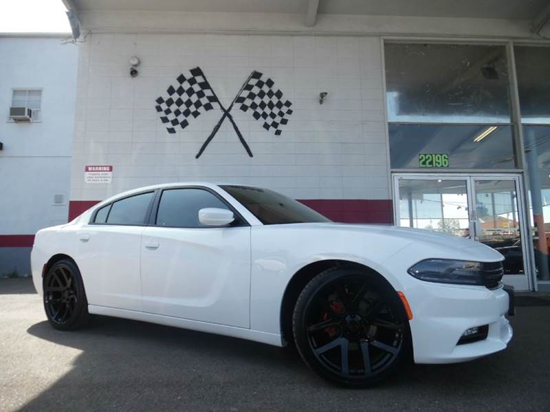 2015 DODGE CHARGER SXT 4DR SEDAN white this unit is extremely well kept low miles and brand new