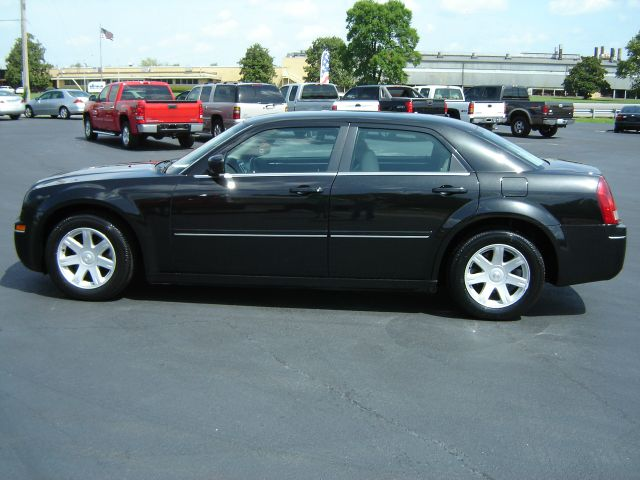 2005 Chrysler 300 for sale in RUSSELLVILLE KY