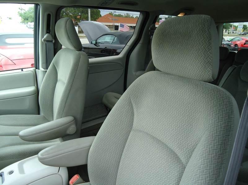 2005 Dodge Grand Caravan SXT 4dr Extended Mini-Van - Englewood FL