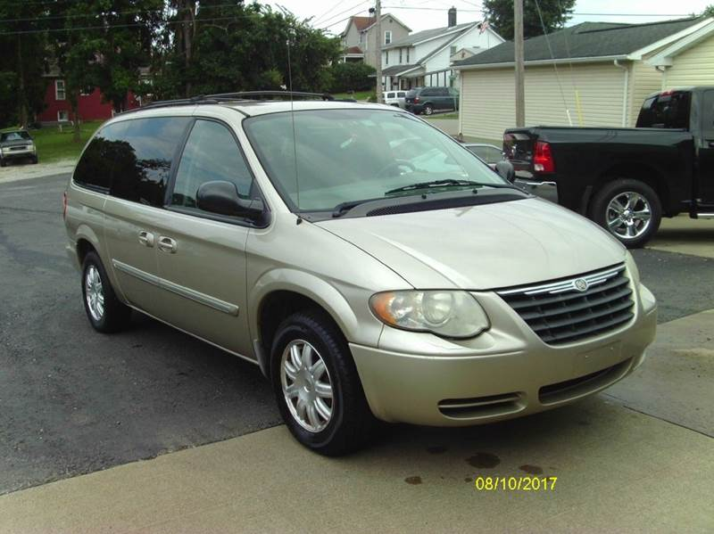 2006 Chrysler Town and Country Touring 4dr Extended Mini-Van - Belle Vernon PA