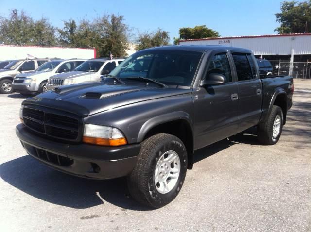2004 DODGE DAKOTA SXT 4DR QUAD CAB 4WD SB gray please call less than 6000 at 888-865-0893   hav