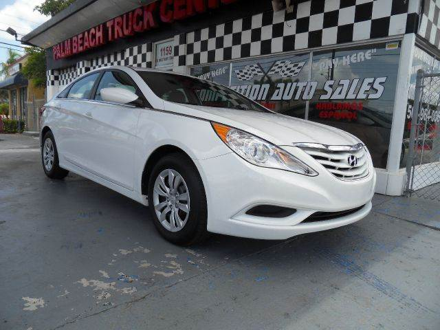 2013 HYUNDAI SONATA GLS 4DR SEDAN pearl please call competition auto at 888-865-0893    have bad