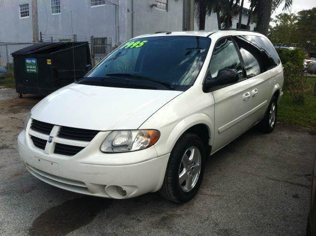 2006 DODGE GRAND CARAVAN SXT white please call schirras auto at 888-865-0893   have bad credit