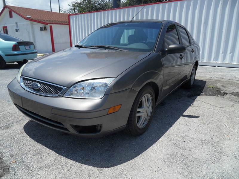 2005 FORD FOCUS ZX4 S 4DR SEDAN brown please call competetion auto  888-865-0893 have bad cred