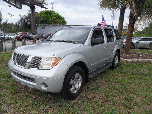2005 NISSAN PATHFINDER LE 4DR SUV silver please call competition auto at 888-865-0893   have no