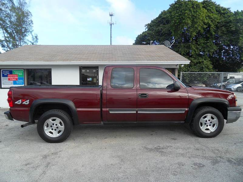 2003 CHEVROLET SILVERADO 1500 BASE 4DR EXTENDED CAB 4WD LB red please call less than 6000 at 888
