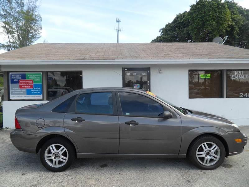 2005 FORD FOCUS ZX4 SE 4DR SEDAN gray please call schirras auto at 866-383-7643  have bad credit