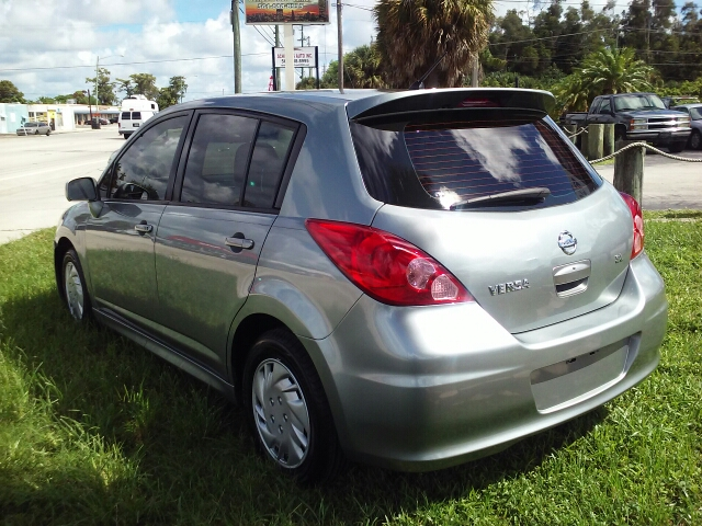 2007 nissan versa 1 8 s 4dr hatchback 1 8l i4 4a in west palm beach fl schirra 39 s auto inc. Black Bedroom Furniture Sets. Home Design Ideas