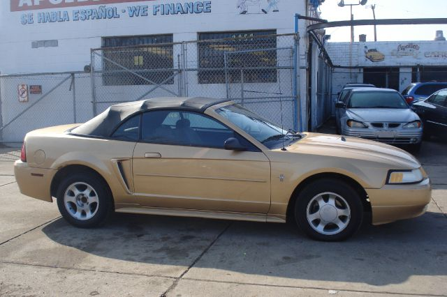 2000 ford mustang for sale in chicago il. Black Bedroom Furniture Sets. Home Design Ideas