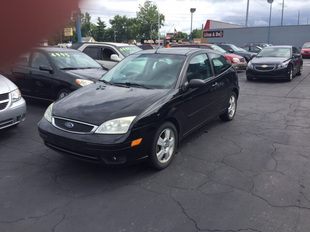 2006 ford focus zx3 ses 2dr hatchback in garden city mi. Black Bedroom Furniture Sets. Home Design Ideas