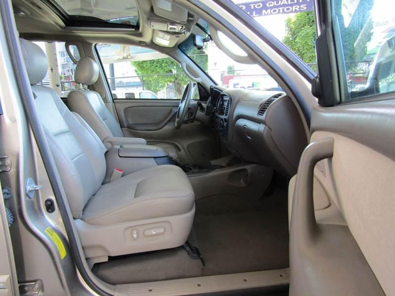 2006 Toyota Sequoia SR5 4dr SUV 4WD - Portland OR