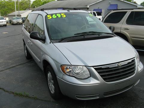 chrysler town and country for sale in rockford il. Black Bedroom Furniture Sets. Home Design Ideas
