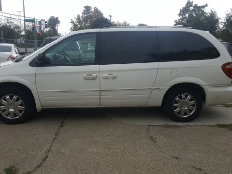 2005 Chrysler Town and Country for sale in Springfield, IL