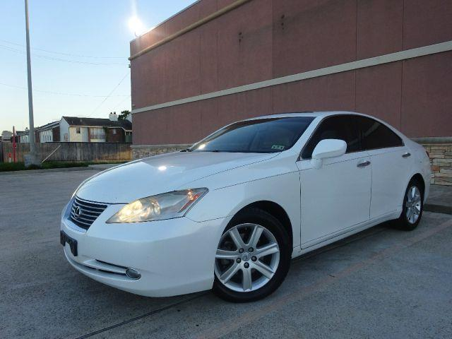 2007 LEXUS ES 350 BASE 4DR SEDAN pearl white no defects  we have found no door dings on this vehi