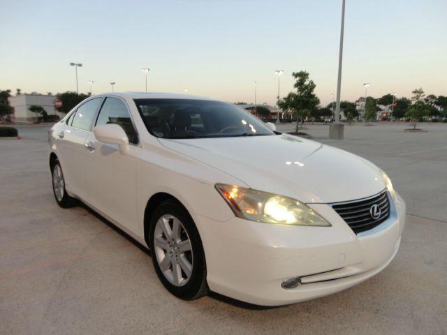 2007 LEXUS ES 350 LUXURY pearl white there are no electrical problems with this vehicle  no defec