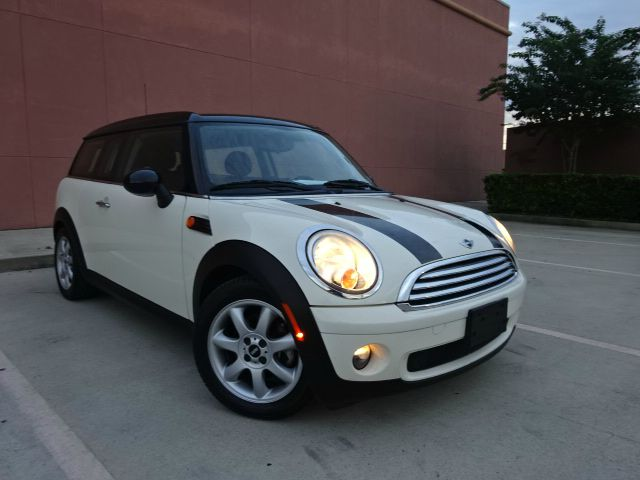 2010 MINI COOPER CLUBMAN BASE 3DR WAGON parl white all power equipment is functioning properly  t