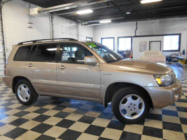 2005 TOYOTA HIGHLANDER LIMITED AWD  W3RD ROW gold clean carfax  smoke-free interior  top-of-th