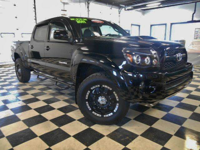 2011 TOYOTA TACOMA V6 4X4 4DR DBL CAB black clean carfax  one owner smoke-free interior  fant