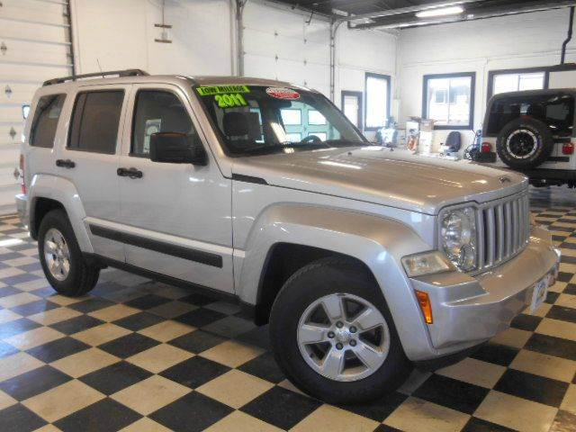 2011 JEEP LIBERTY SPORT 4X4 4DR SUV silver clean carfax  one owner  smoke free interior  fanta