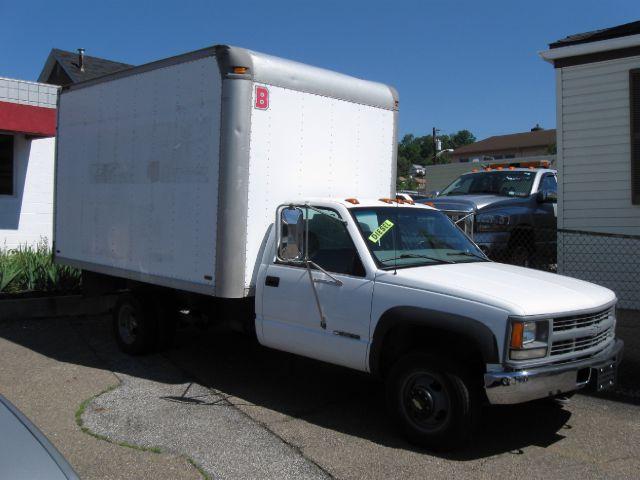2000 Chevrolet 3500 Box Truck 4x4