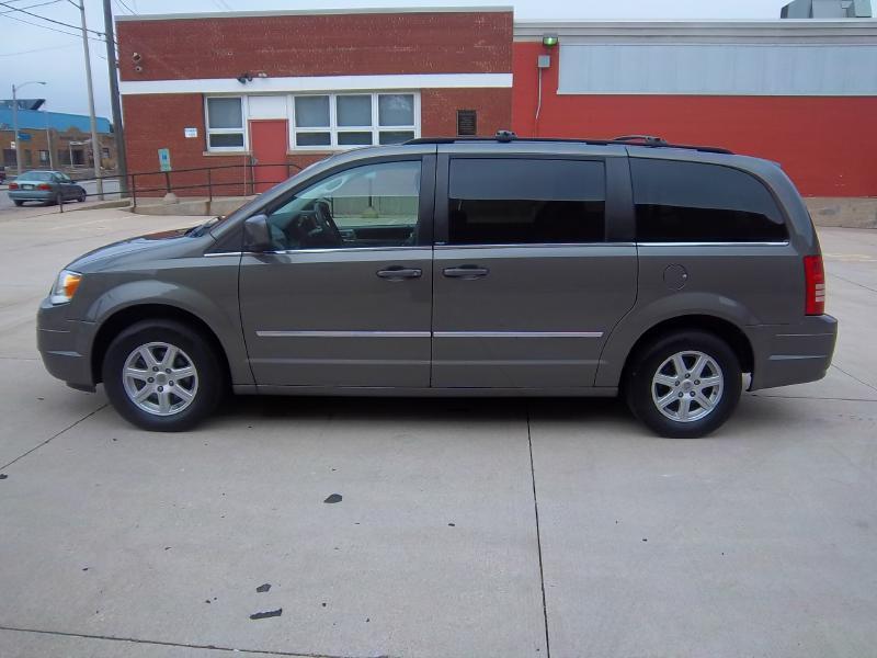 2010 Chrysler Town and Country Touring Plus 4dr Mini-Van - Milwaukee WI