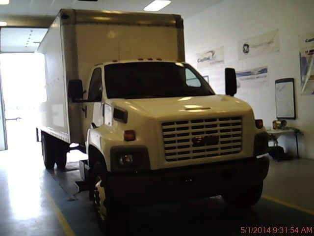 2005 GMC 24 FT Box Truck