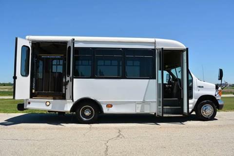 2005 Ford E-450 16-Pass. Bus w/ Lift
