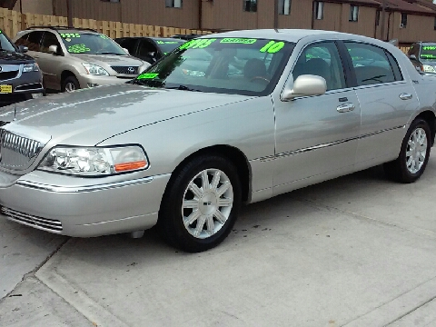 2010 Lincoln Town Car for sale in Milwaukee, WI