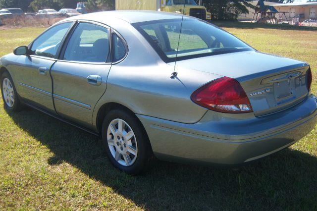 2005 ford taurus se 4dr sedan in greenwood sc greenwood. Black Bedroom Furniture Sets. Home Design Ideas