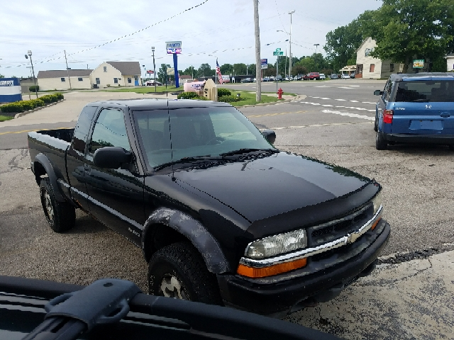 2000 Chevrolet S-10 3dr LS Wide Stance 4WD Extended Cab SB - Bellefontaine OH