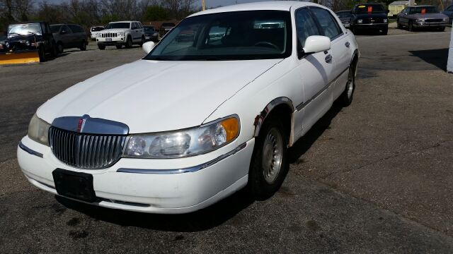 1999 Lincoln Town Car Executive 4dr Sedan - Bellefontaine OH
