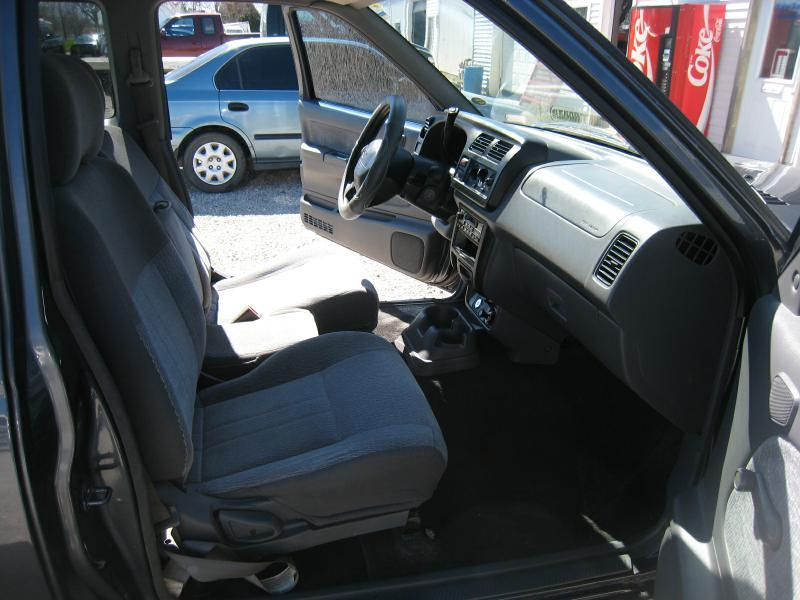 2000 Nissan Frontier 2dr XE Extended Cab SB - Frankfort IN