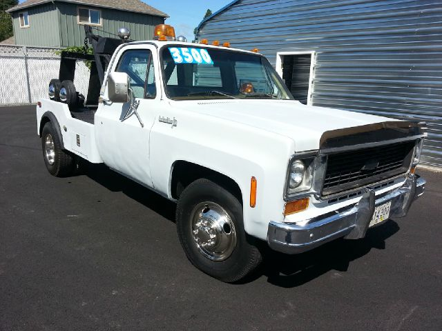 Used 1974 Chevrolet 3500 Tow truck for sale. | Grey 1974 Chevrolet