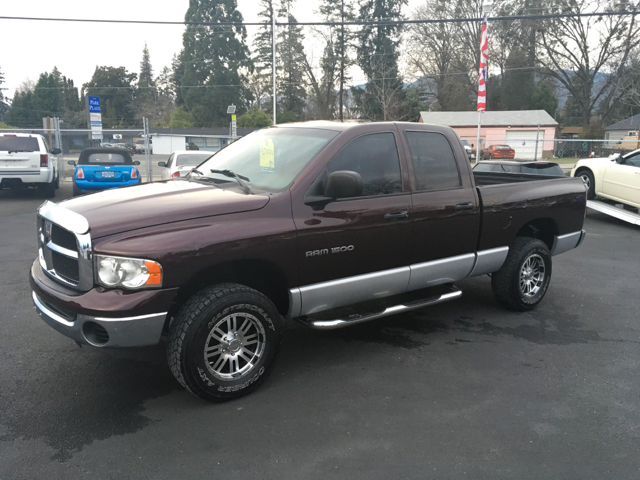 2004 Dodge Ram Pickup 1500 4dr Quad Cab SLT 4WD SB - Grants Pass OR