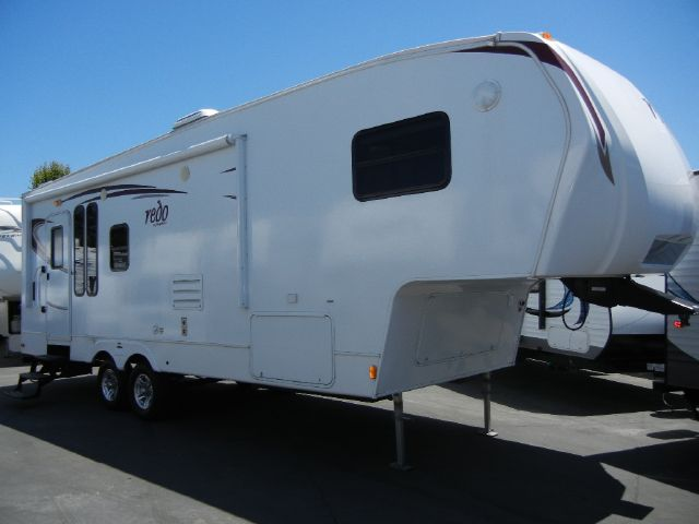 2010 Keystone Laredo 26' Fifth Wheel