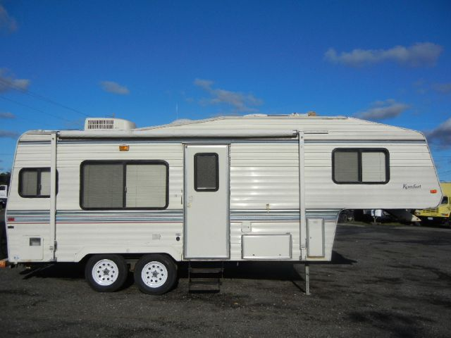 1993 Komfort  23' Fifth Wheel