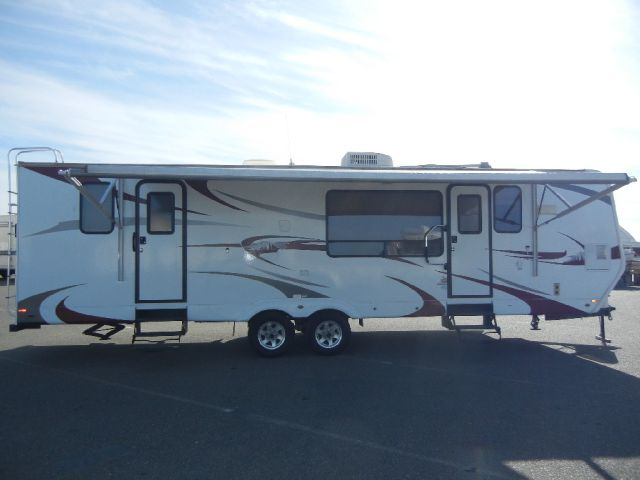 2010 Komfort TrailBlazer 30' Travel Trailer W/ Super Slide