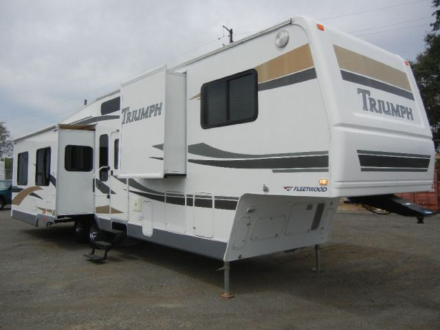2005 Fleetwood Triumph Regency Editiion
